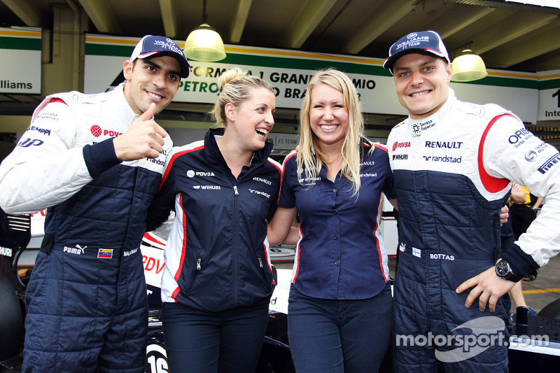 (L naar R): Pastor Maldonado, Williams en Valtteri Bottas, Williams op een teamfoto