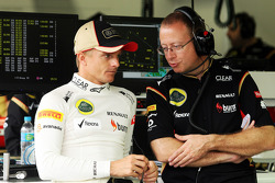 (L to R): Heikki Kovalainen, Lotus F1 Team with Mark Slade, Lotus F1 Team Race Engineer. - www.xpbimages.com, EMail: requests@xpbimages.com - copy of publication required for printed pictures. Every used picture is fee-liable. © Copyright: Photo4 / XPB I