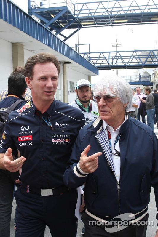 (Da esquerda para direita): Christian Horner, chefe de equipe da Red Bull Racing, com Bernie Ecclestone, CEO do Grupo F1