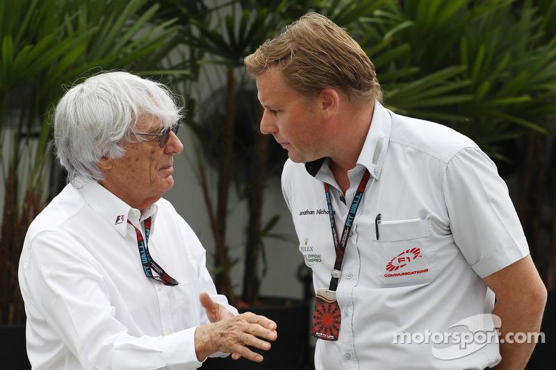 (L naar R): Bernie Ecclestone, CEO Formula One Group, met Jonathan Jonathan Nicholas, FOM Television Executive Producer