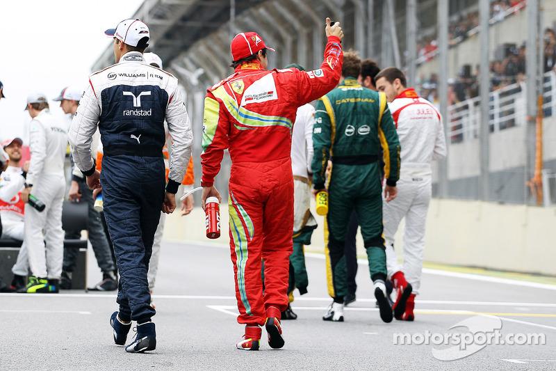 (L naar R): Pastor Maldonado, Williams en Felipe Massa, Ferrari op de eindejaarsfoto