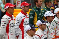 (Da esquerda para direita): Max Chilton, Marussia F1 Team, e o companheiro Jules Bianchi, Marussia F1 Team, em foto de fim de temporada