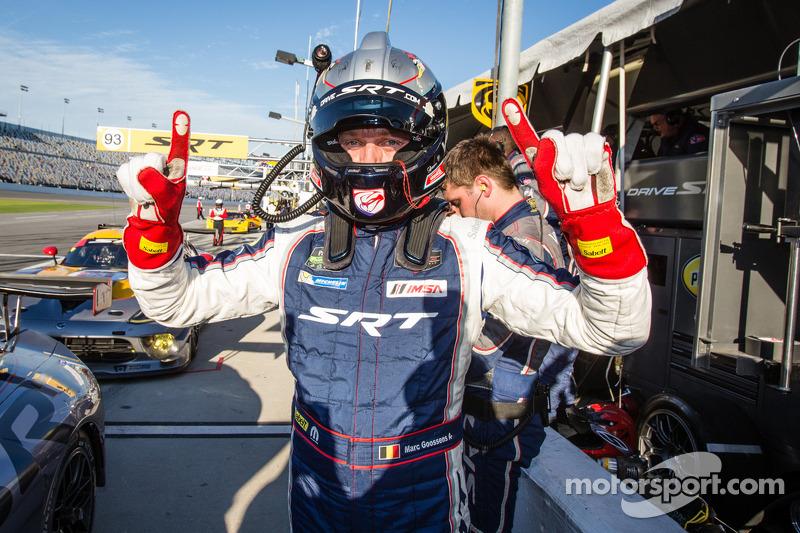 GT il vincitore della pole Marc Goossens festeggia