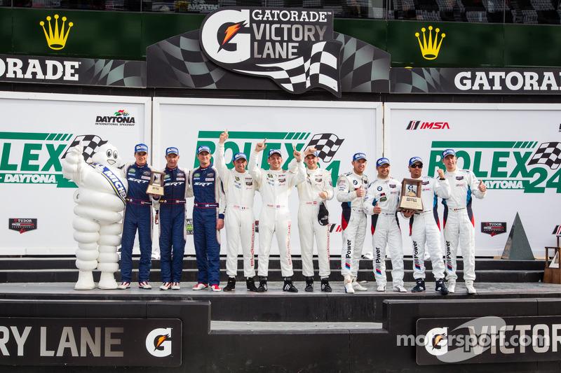 GTLM podio: vincitori di classe Nick Tandy, Richard Lietz, Patrick Pilet, il secondo posto Bill Auberlen, Andy Priaulx, Joey Hand, Maxime Martin, terzo posto Dominik Farnbacher, Marc Goossens, Ryan Hunter-Reay