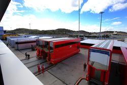 Scuderia Ferrari tırları padokta