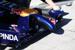 Scuderia Toro Rosso STR9 front wing and nosecone detail