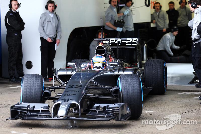 Jenson Button, McLaren MP4-29 lascia i box per la prima volta