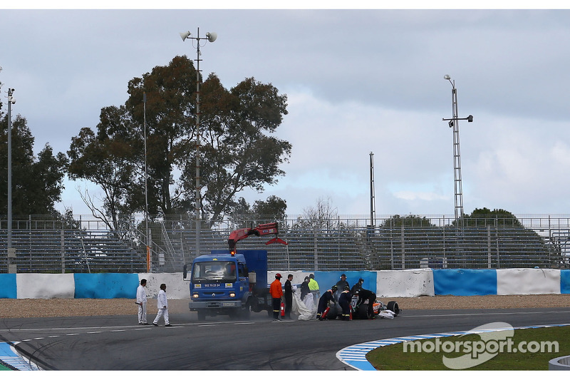 Sergio Perez, Sahara Force India F1 VJM07, si ferma alla curva 1