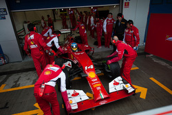 Fernando Alonso, Ferrari F14-T pushed back in the pits