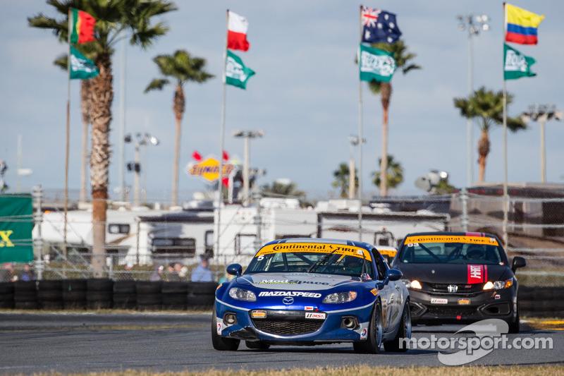 #5 CJ Wilson Racing 马自达 MX-5: 斯蒂万·麦卡利尔, 查得·麦坎比