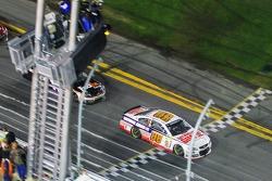 Dale Earnhardt Jr., de Hendrick Motorsports Chevrolet gana
