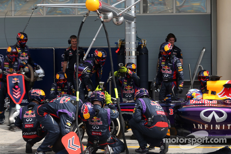 Daniel Ricciardo, Red Bull Racing pitstop antrenmanı esnasında