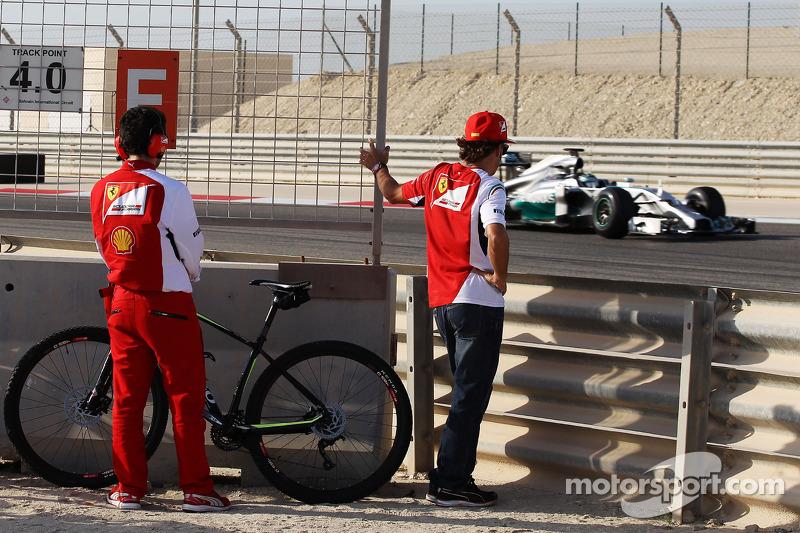 Fernando Alonso, Ferrari Nico Rosberg'i takip ediyor