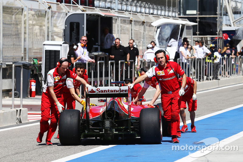 Fernando Alonso, Ferrari F14-T is pushed back down the pit lane by mechanics