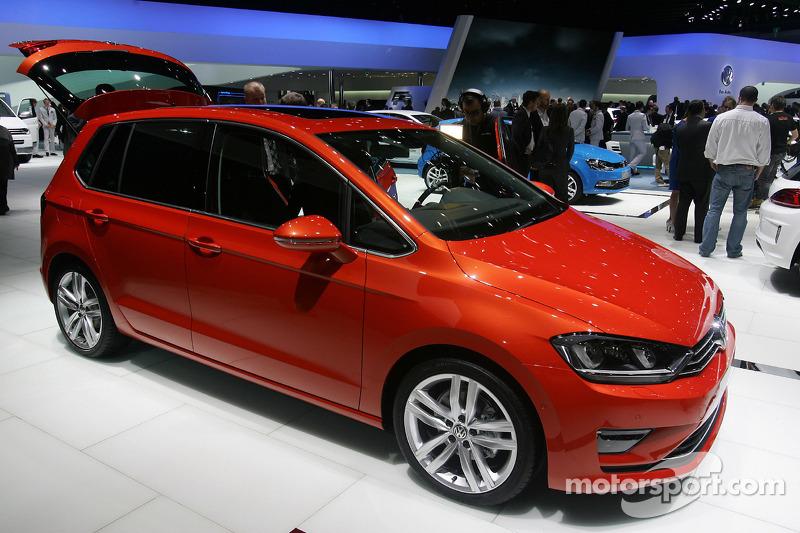 volkswagen golf sportvan at geneva international auto show. Black Bedroom Furniture Sets. Home Design Ideas