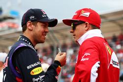 (Da sinistra a destra): Sebastian Vettel, Red Bull Racing con Kimi Raikkonen, Ferrari
