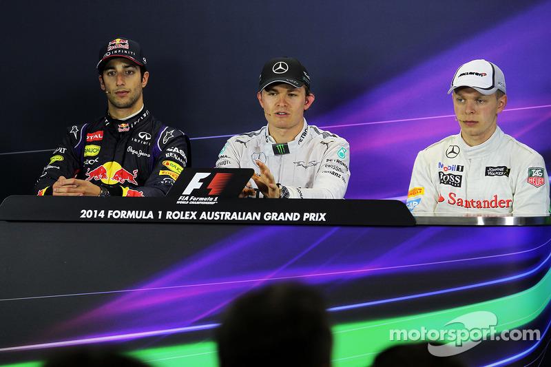 La conferenza stampa della FIA, Red Bull Racing, secondo; Nico Rosberg, Mercedes AMG F1, vincitore della gara; Kevin Magnussen, McLaren, terzo