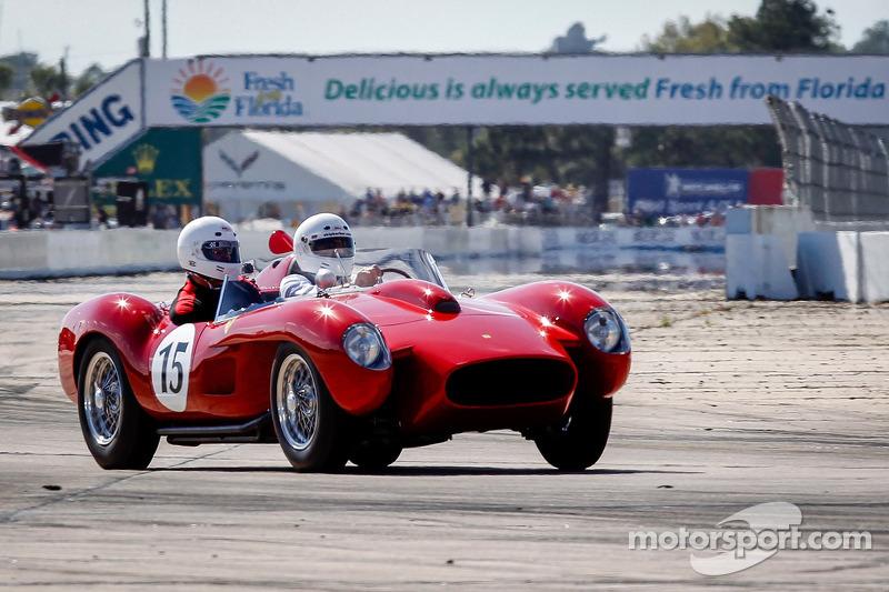 HOF Carità Laps: Ferrari 250 Testa Rossa guidata da Derek Bell