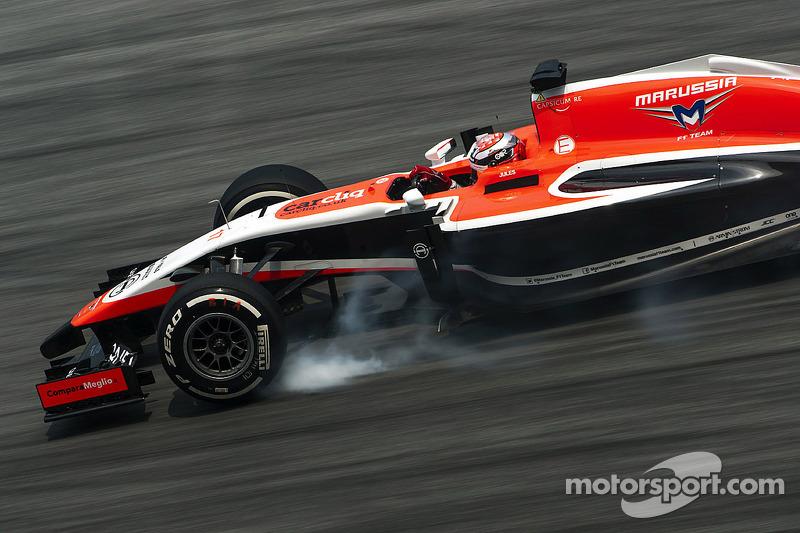 玛鲁西亚F1车队MR03赛车车手朱尔斯·比安奇刹车锁死