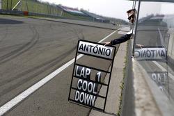 Timo Glock, BMW Team MTEK BMW M3 DTM shows the Pitboard of Antonio Felix da Costa, BMW Team MTEK BMW M4 DTM