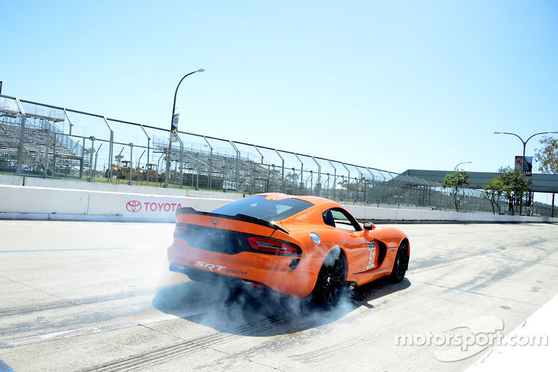 The Dodge Viper leaves the pits