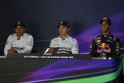 Lewis Hamilton, Mercedes AMG F1, Nico Rosberg, Mercedes AMG F1, Daniel Ricciardo, Red Bull Racing  en la conferencia de prensa