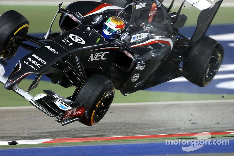 Esteban Gutierrez, Pastor Maldonado ile temastan sonra takla atıyor