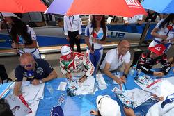 Tom Coronel, Cevrolet RML Cruze TC1, Roal Motorsport, Tiago Monteiro, Honda Civic WTCC, Castrol Honda WTC Team and Gabriele Tarquini, Honda Civic WTCC, Castrol Honda WTC Team