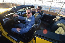 Bill Ford avec une Ford Mustang au 86e étage de l'Empire State Building