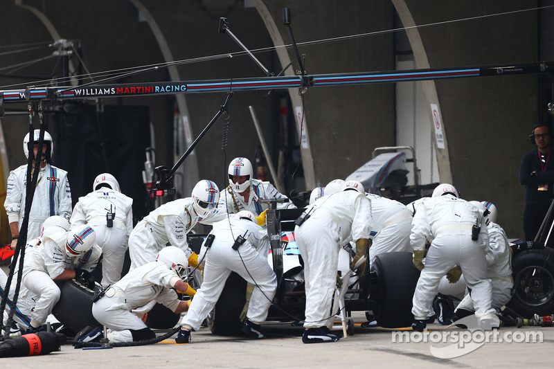 Felipe Massa, Williams FW36 makes a pit stop