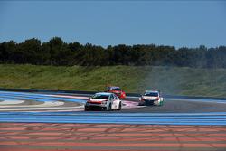 Jose Maria Lopez, Citroën C-Elysee WTCC, Citroën Total WTCC  davanti a Tiago Monteiro, Honda Civic WTCC, Castrol Honda WTCC team