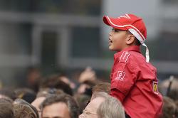 Un giovane fan