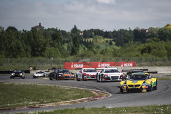 Start: #0 BMW Sports Trophy Team Brasil BMW Z4: Sergio Jimenez, Caca Bueno leads