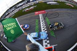 Start: Kyle Larson, Ganassi Racing Chevrolet leads