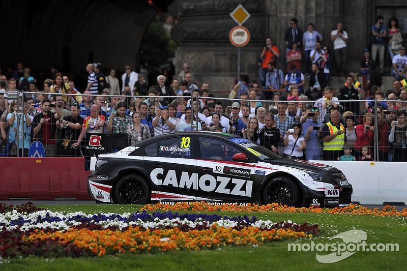 布达佩斯城市路演, 詹尼·莫比德利, 雪佛兰 RML 科鲁兹 TC1, ALL-INKL_COM Munnich Motorsport