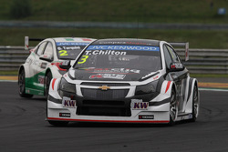 Tom Chilton, Chevrolet RML Cruze TC1, ROAL Motorsport and Gabriele Tarquini, Honda Civic WTCC, Castrol Honda WTCC Team