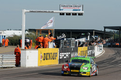 Colin Turkington, eBay Motors crosses the line to win round 9