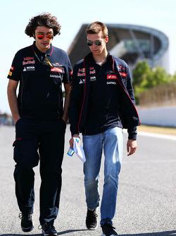 Daniil Kvyat, Scuderia Toro Rosso walks the circuit with Marco Matassa, Scuderia Toro Rosso Race Engineer