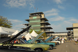 Classic cars and the Pagoda