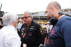 (Da sinistra a destra): Bernie Ecclestone, con Dr. Vijay Mallya, Proprietario Sahara Force India F1 e Gerard Lopez, Lotus F1 Team Principal