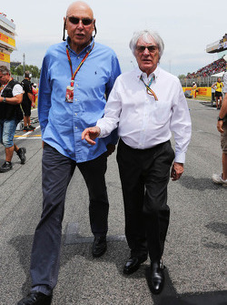 (Soldan Sağa): Peter Brabeck-Letmathe, Formula Bir Başkanı ve Bernie Ecclestone, gridde