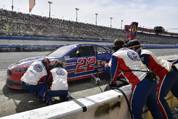 Joey Logano, Team Penske, Ford Fusion AAA Southern California pits