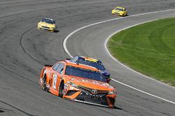 Daniel Suarez, Joe Gibbs Racing, Toyota Camry ARRIS and William Byron, Hendrick Motorsports, Chevrolet Camaro AXALTA