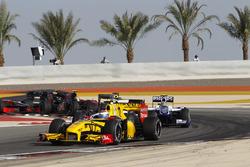 Vitaly Petrov, Renault F1 Team R30, leads Kamui Kobayashi, BMW Sauber C29, Nico Hulkenberg, Williams FW32, and Pedro de la Rosa, BMW Sauber C29