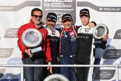 Podium: Le vainqueur Gabriele Tarquini, BRC Racing Team Hyundai i30 N TCR, le deuxième Yvan Muller, YMR Hyundai i30 N TCR, le troisième Thed Björk, YMR Hyundai i30 N TCR