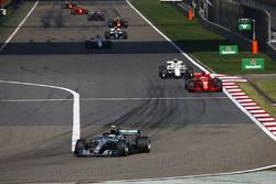 Valtteri Bottas, Mercedes AMG F1 W09, Sebastian Vettel, Ferrari SF71H, Charles Leclerc, Sauber C37 Ferrari, Marcus Ericsson, Sauber C37 Ferrari, and Lewis Hamilton, Mercedes AMG F1 W09