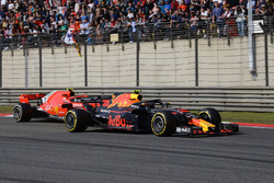 Max Verstappen, Red Bull Racing RB14 y Kimi Raikkonen, Ferrari SF71H batalla