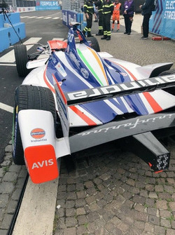 La voiture endommagée de Felix Rosenqvist, Mahindra