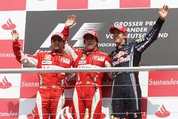 Подиум: второе место – Фелипе Масса, Ferrari, победитель гонки Фернандо Алонсо, Ferrari, третье место – Себастьян Феттель, Red Bull Racing