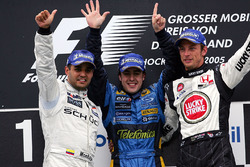 Podium: Second place Juan Pablo Montoya, McLaren; Race winner Fernando Alonso, Renault and third place Jenson Button, BAR